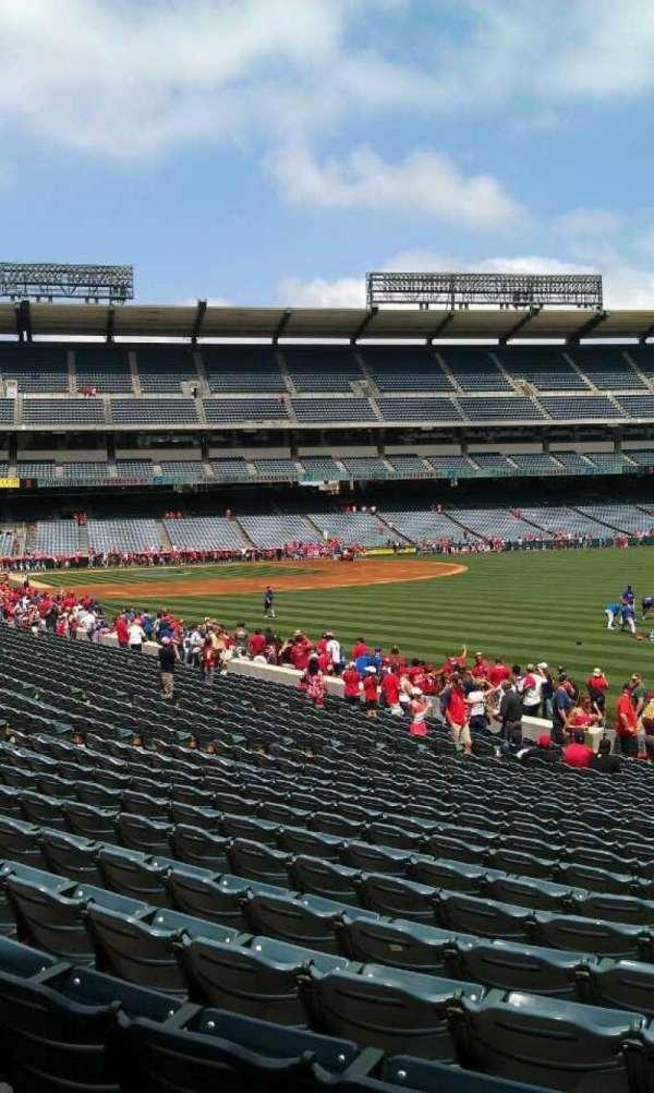 Angel Stadium, sección: F133, fila: y, asiento: 26