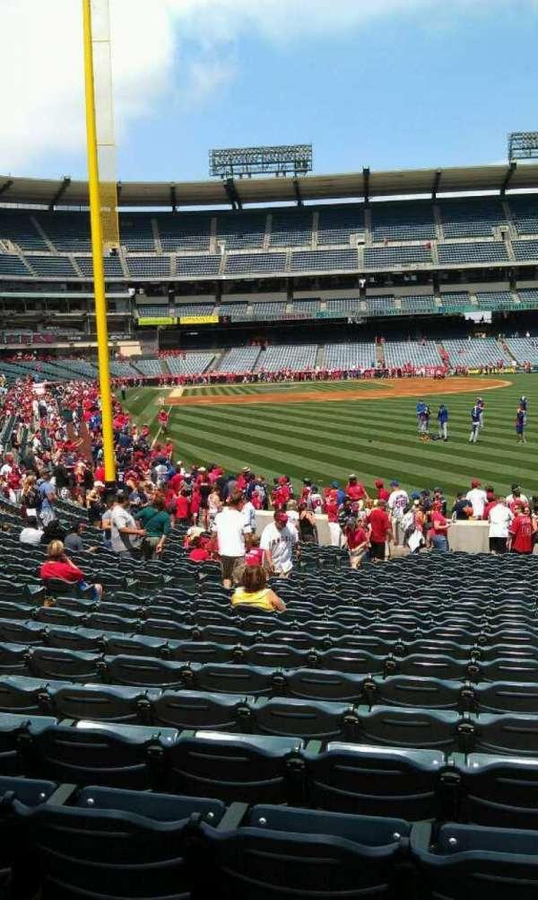 Angel Stadium, sección: F135, fila: y, asiento: 35