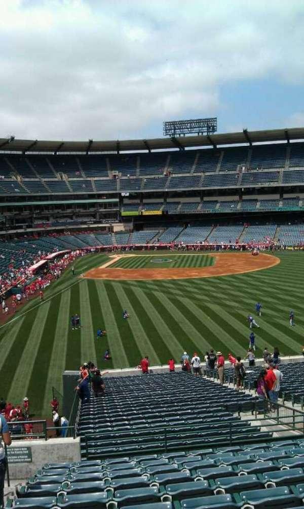 Angel Stadium, sección: P242, fila: l, asiento: 2