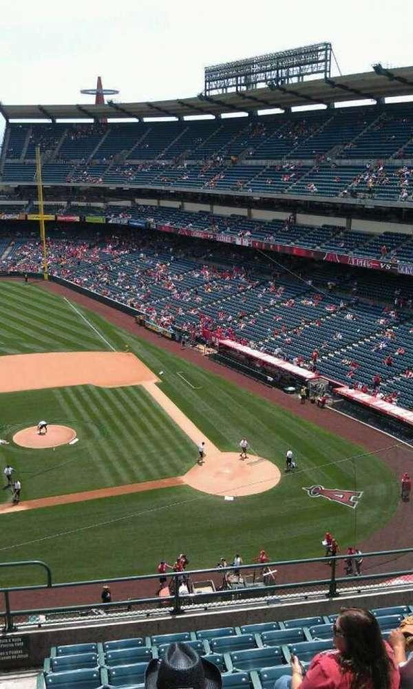 Angel Stadium, sección: V413, fila: j , asiento: 1