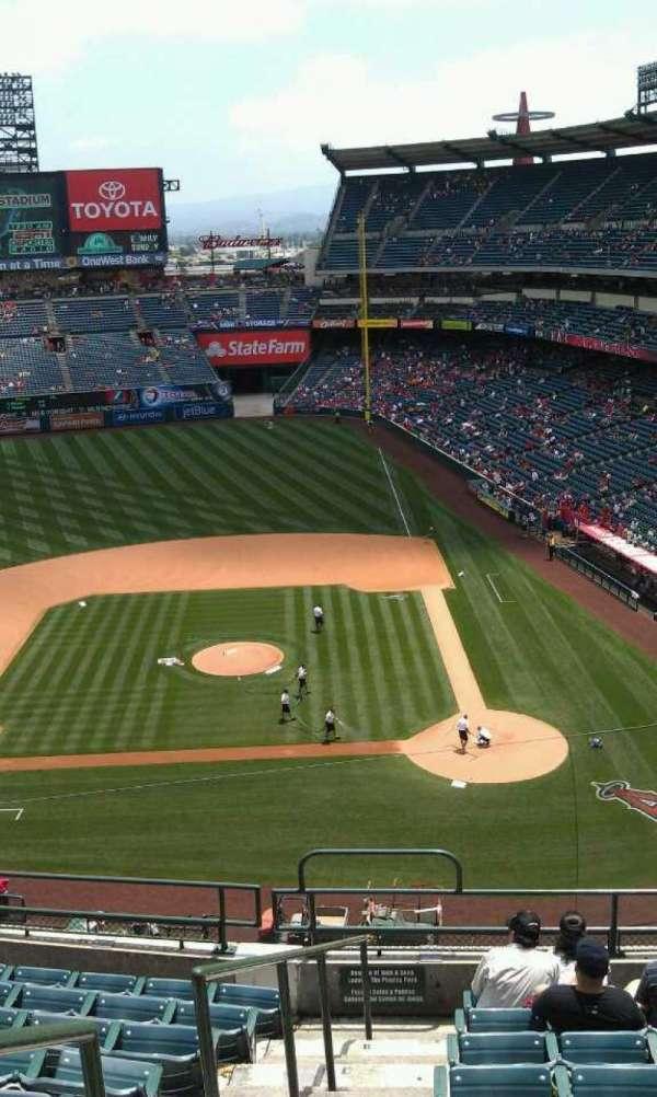 Angel Stadium, sección: V414, fila: j, asiento: 1