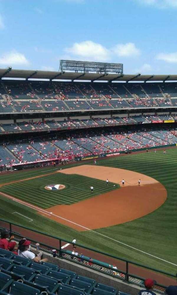 Angel Stadium, sección: V429, fila: g, asiento: 1