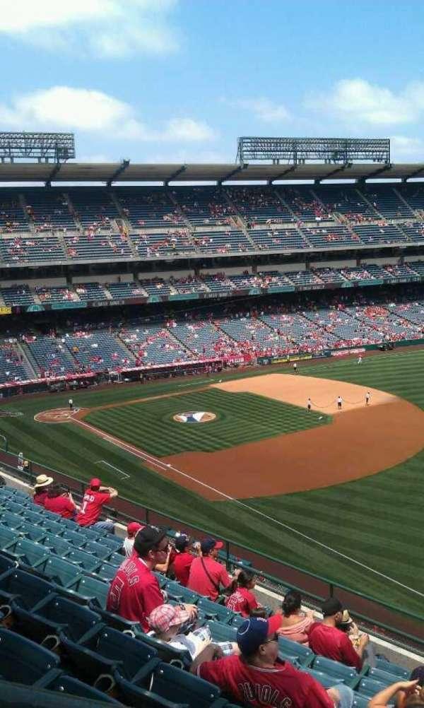 Angel Stadium, sección: V430, fila: j , asiento: 1