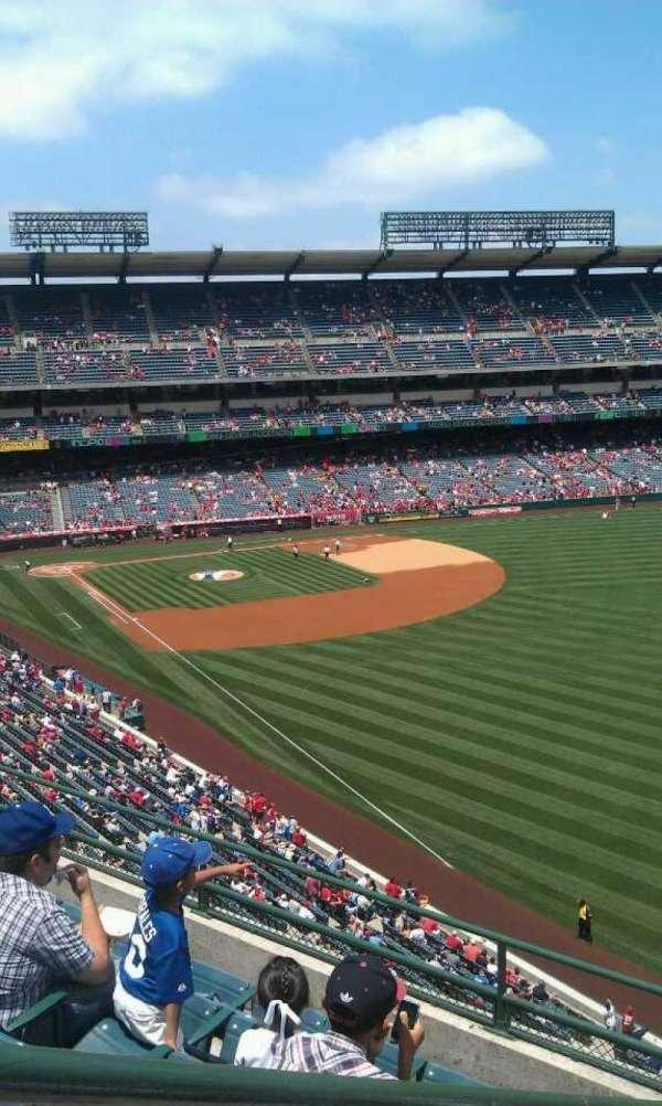 Angel Stadium, sección: V433, fila: f , asiento: 1