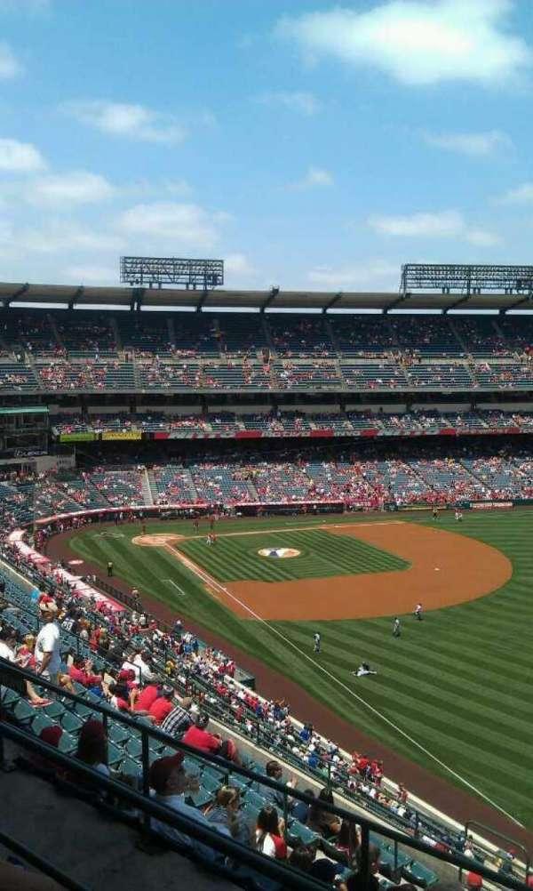 Angel Stadium, sección: V535, fila: c, asiento: 19