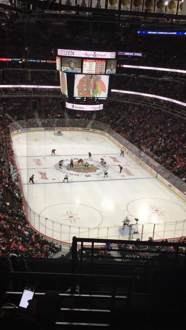 United Center, sección: 328, fila: 11, asiento: 1