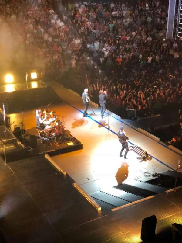 Mohegan Sun Arena, sección: 121, fila: A, asiento: 7