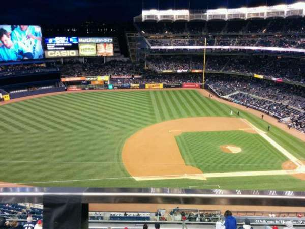 Yankee Stadium, sección: 425, fila: 1, asiento: 18