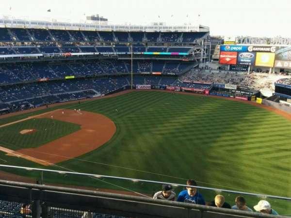Yankee Stadium, sección: 411, fila: 3, asiento: 2