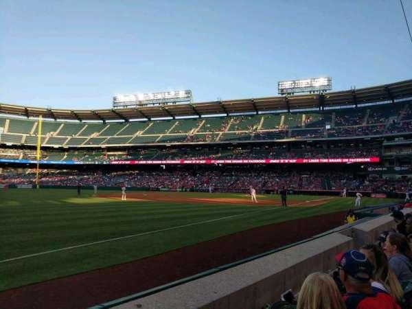 Angel Stadium, sección: F107, fila: B, asiento: 7