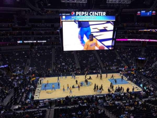 Pepsi Center, sección: 302, fila: 3, asiento: 20