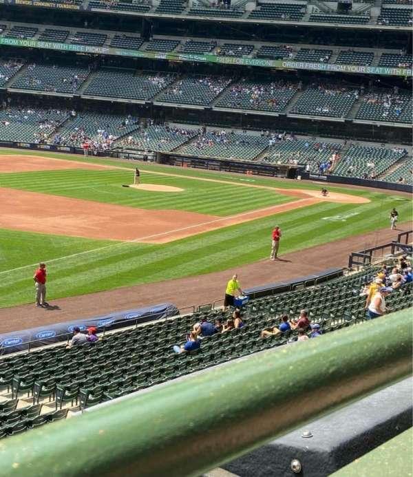 American Family Field, sección: 230, fila: 1, asiento: 3
