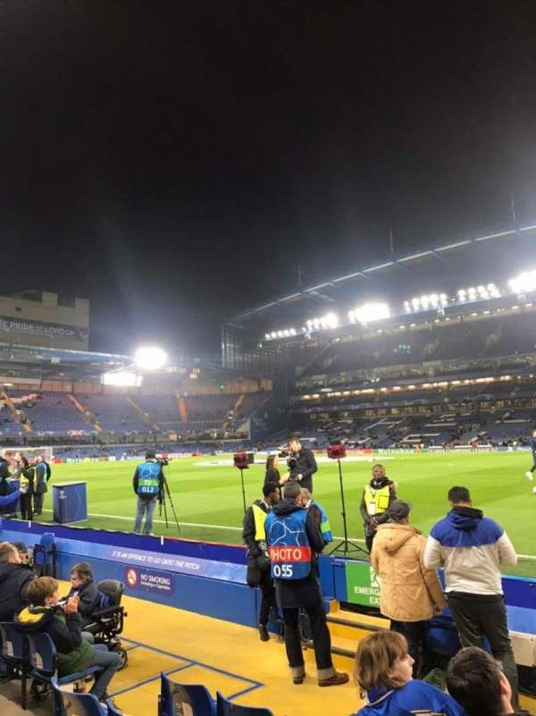 Stamford Bridge, sección: East Stand Lower 6, fila: H, asiento: 173