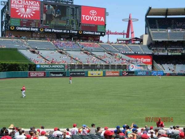Angel Stadium, sección: T204, fila: P, asiento: 12