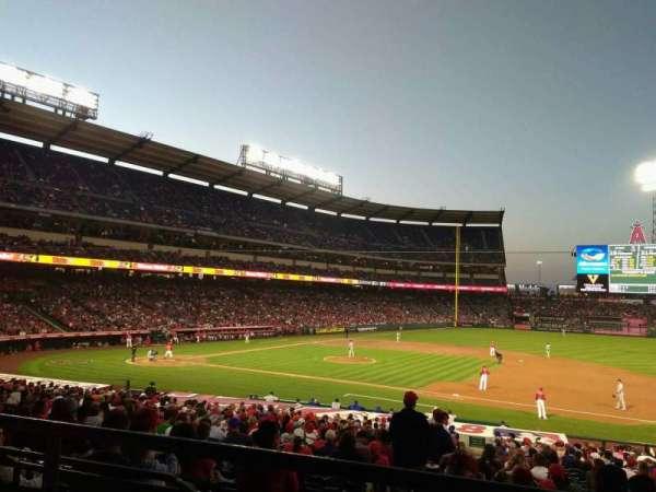 Angel Stadium, sección: T224, fila: B, asiento: 14