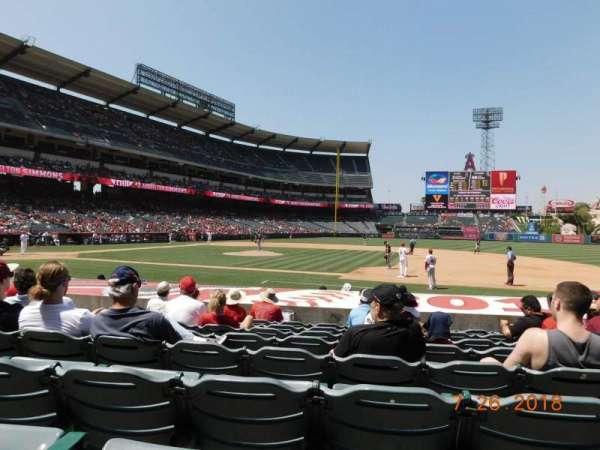 Angel Stadium, sección: F125, fila: K, asiento: 11