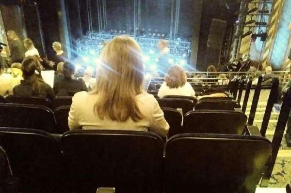 Lunt-Fontanne Theatre, sección: REAR MEZZANINE RC, fila: J, asiento: 126