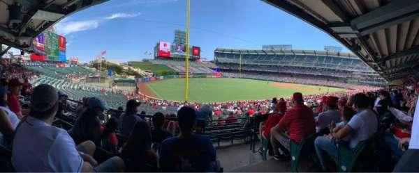 Angel Stadium, sección: T204, fila: D, asiento: 20