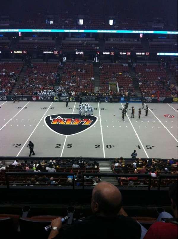 Honda Center, sección: 320, fila: D, asiento: 4