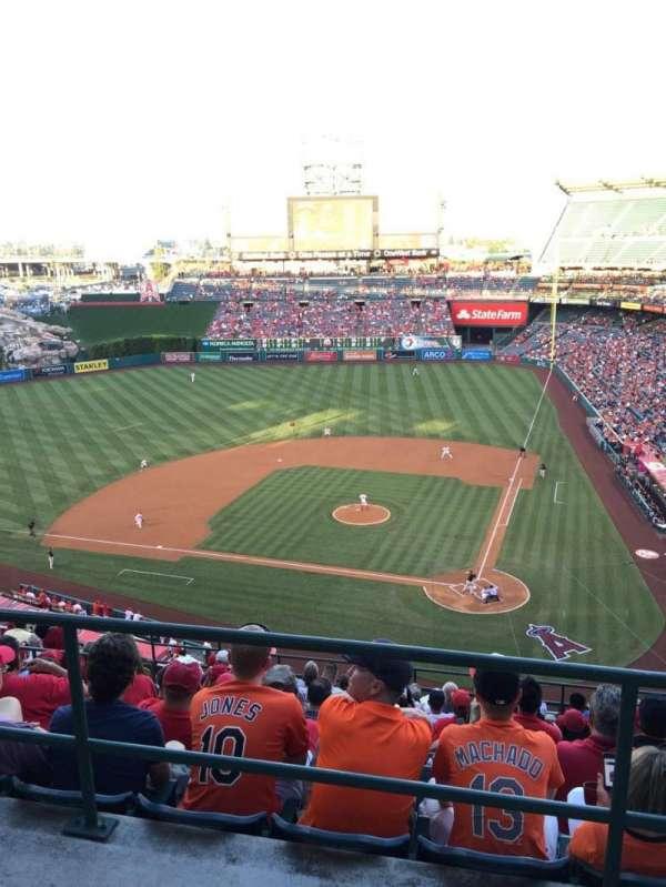 Angel Stadium, sección: V517, fila: A, asiento: 14