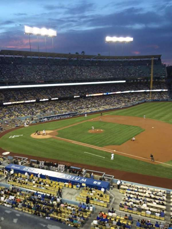 Dodger Stadium, sección: 28RS, fila: A, asiento: 3