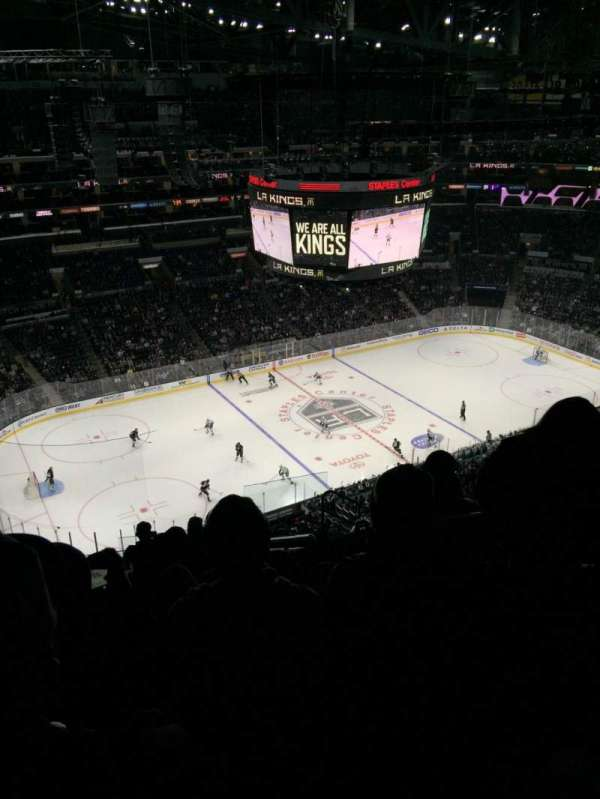 Staples Center, sección: 304, fila: 11, asiento: 4