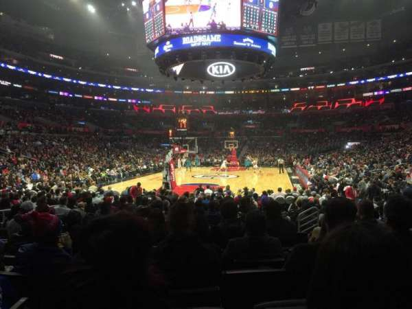 Staples Center, sección: 106, fila: 9, asiento: 11