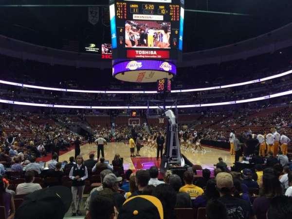 Honda Center, sección: 215, fila: JJ, asiento: 14