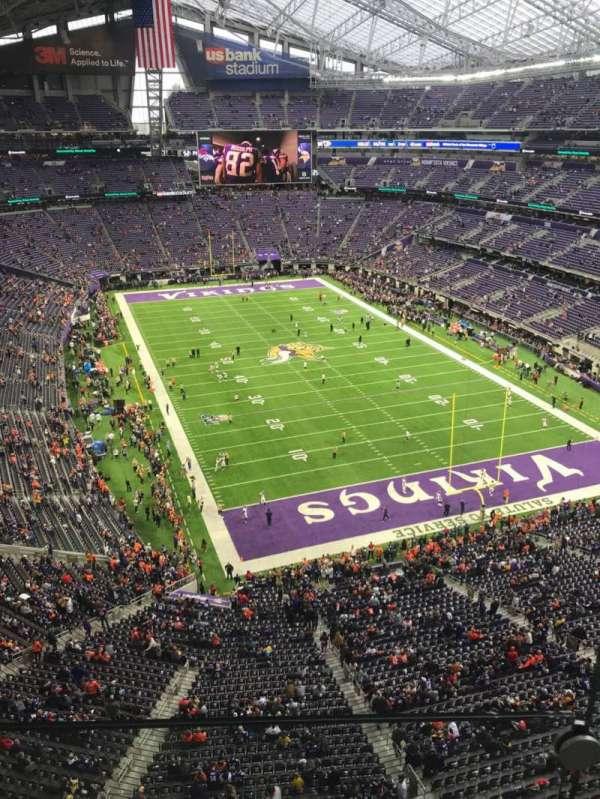 U.S. Bank Stadium, sección: 301, fila: 1, asiento: 1