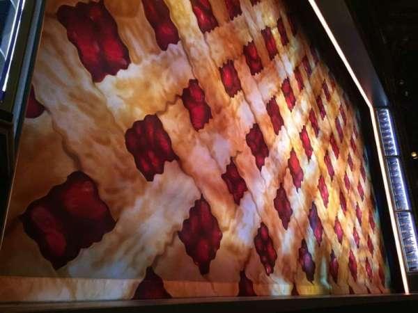 Brooks Atkinson Theatre, sección: Orchestra L, fila: AA, asiento: 7