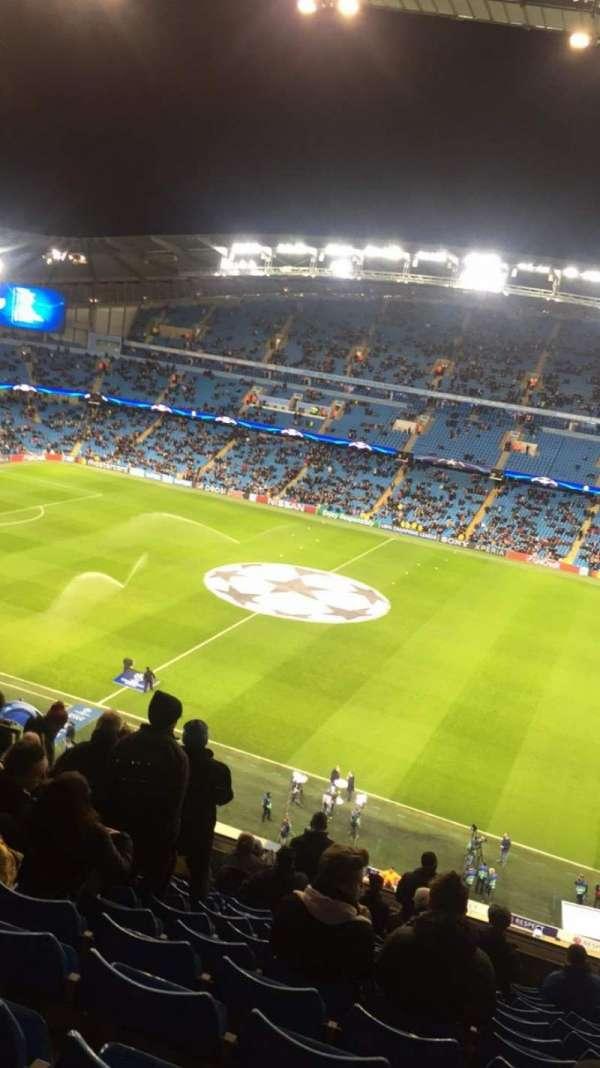 Etihad Stadium (Manchester), sección: 324, fila: N, asiento: 686