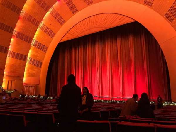 Radio City Music Hall, sección: Orchestra 2, fila: WW, asiento: 211