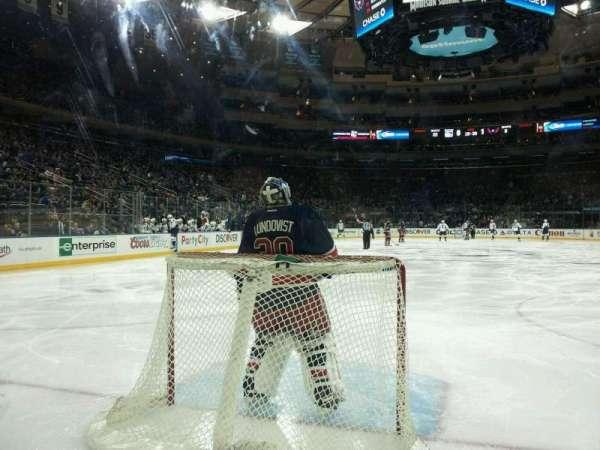Madison Square Garden, sección: 8, fila: AA, asiento: 13 and 14