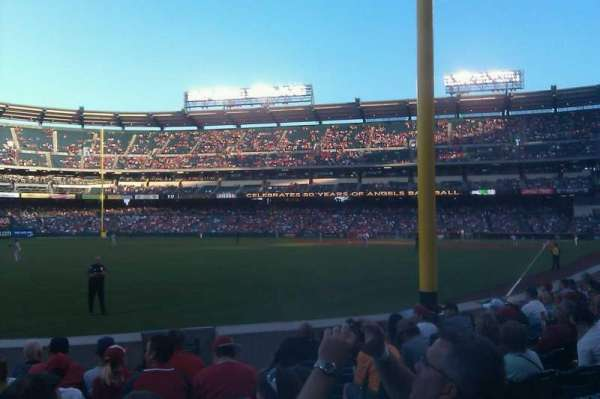 Angel Stadium, sección: F102, fila: H, asiento: 13