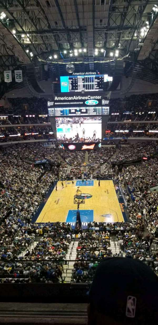 American Airlines Center, sección: 301, fila: BB, asiento: 4