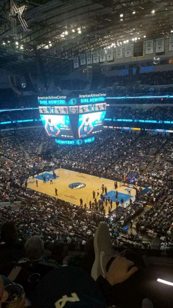 American Airlines Center, sección: 323, fila: D, asiento: 2