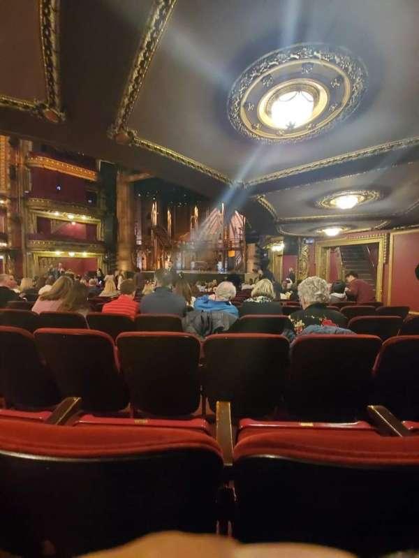 CIBC Theatre, sección: Orchestra R, fila: T, asiento: 18