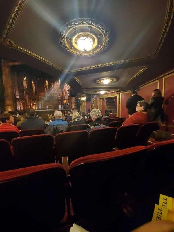 CIBC Theatre, sección: Orchestra R, fila: T, asiento: 18,16