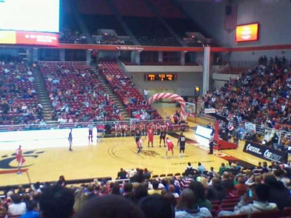 Fifth Third Arena, sección: 105, fila: 25, asiento: 8