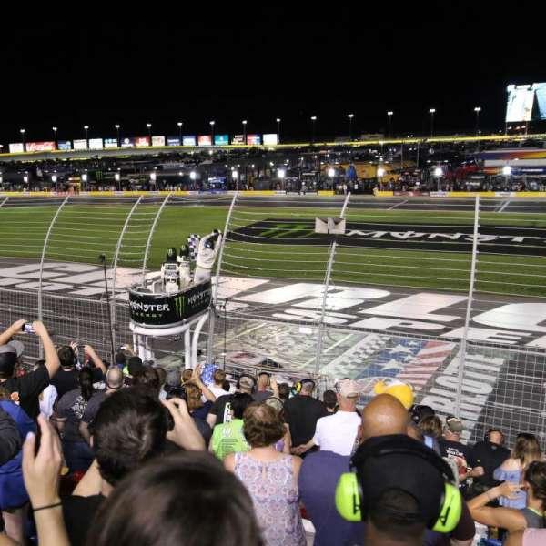 Charlotte Motor Speedway, sección: GM General Motors E, fila: 16, asiento: 25