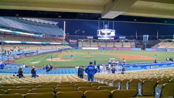 Dodger Stadium, sección: 10FD, fila: X, asiento: 11