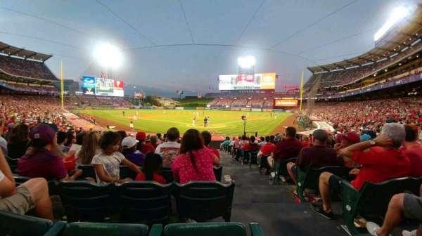 Angel Stadium, sección: F117, fila: T, asiento: 9