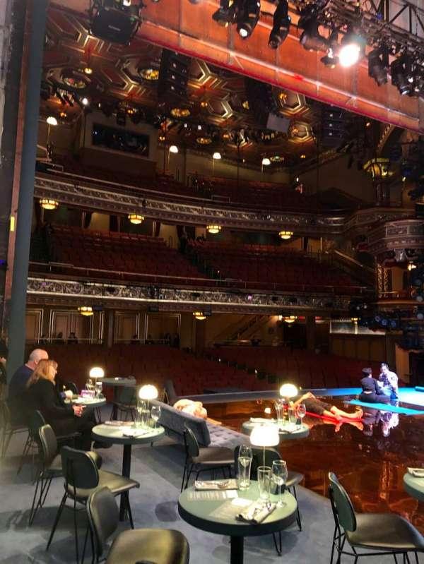 Belasco Theatre, sección: Stage, fila: D, asiento: 1