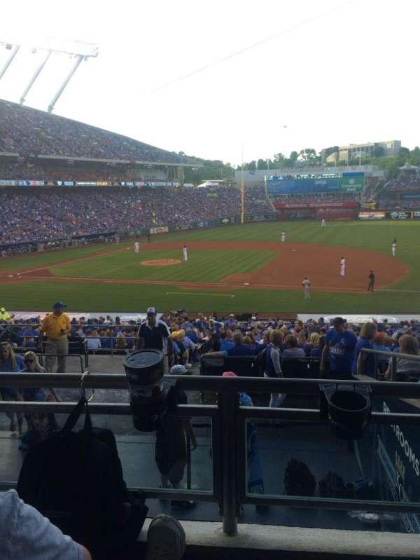 Kauffman stadium, sección: 237, fila: JJ, asiento: 3