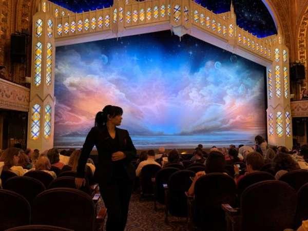 Eugene O'Neill Theatre, sección: Orchestra L, fila: M, asiento: 1
