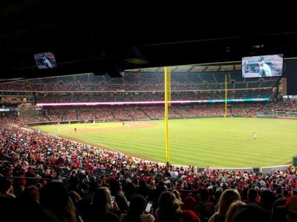 Angel Stadium, sección: F231, fila: K, asiento: 22