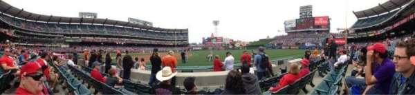 Angel Stadium, sección: F127, fila: D, asiento: 12
