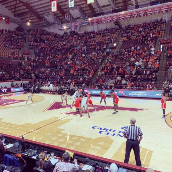 Cassell Coliseum, sección: 9, fila: D, asiento: 8