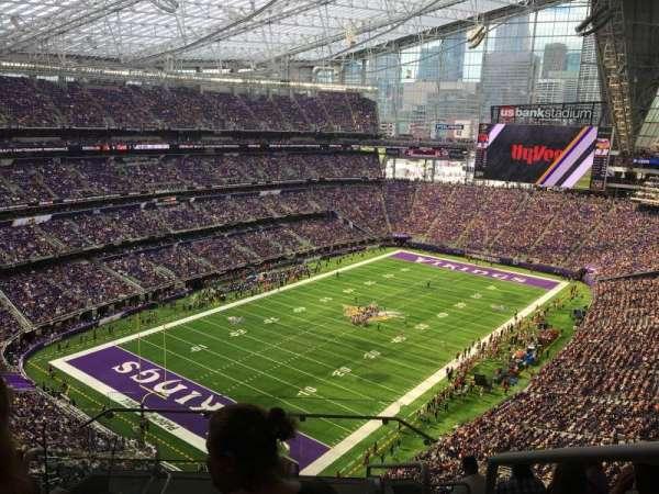 U.S. Bank Stadium, sección: 321, fila: 8, asiento: 1