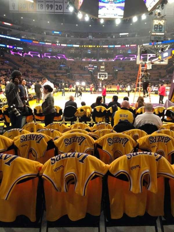 Staples Center, sección: 107, fila: F, asiento: 8,9